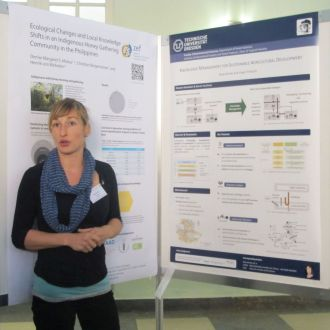 Poster presentation by Maxi Domke about knowledge management in agricultural development