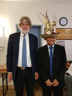 Prof. Pretzsch and Pyi Soe (©Hintz)