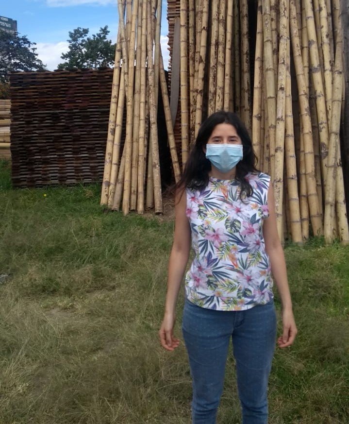 Nicole Acosta, alumni from the Tropical Forestry M.Sc,  visiting one of the companies suppliers ©Acosta